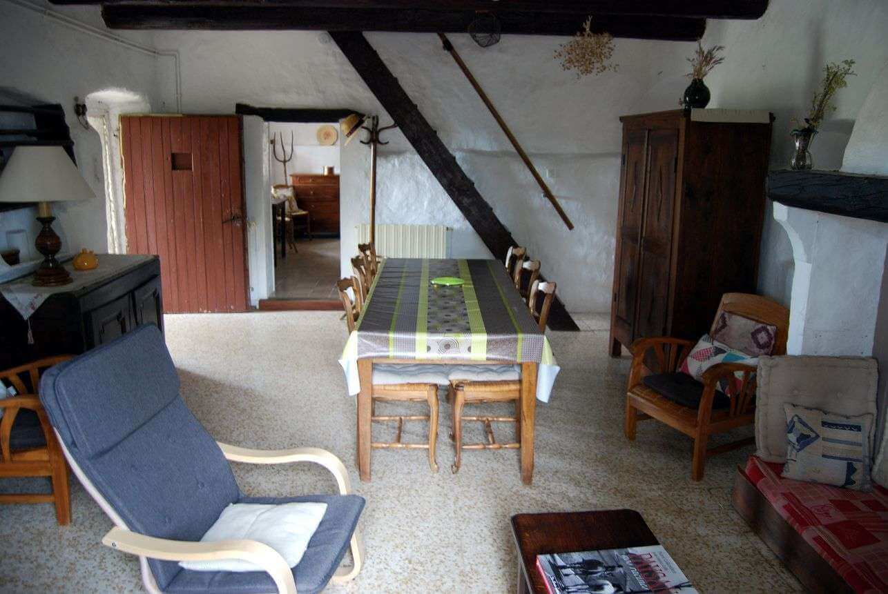 The cottage's dinnig room